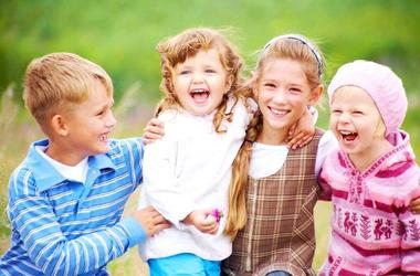 Как помочь ребенку наладить общение со сверстниками?