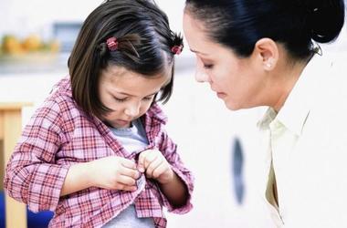 Как научить ребенка самостоятельно одеваться и раздеваться