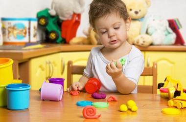 Лепка для малышей 1-2 лет: простые поделки и идеи для игр