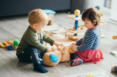 Почему отсутствие игр со сверстниками может навредить вашему ребенку?